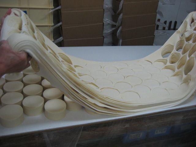 餃子の皮の端材。